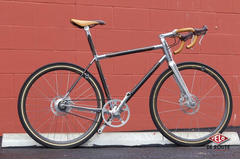 Premier vélo de l'artisan, le Panatella est un concentré de matières nobles