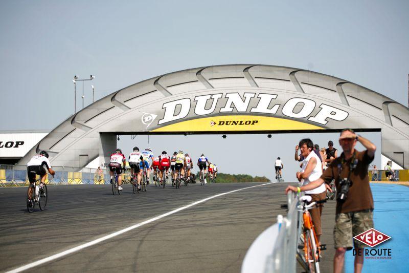 """...menant au """"Dunlop""""."""