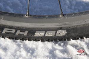 """Attention à la version des pneus. Ici des Scwhalbe en """"EVO LS Pace Star""""...chaque lettre compte pour décrire une carcasse souple et une gomme ultra tendre idéale sur la neige"""