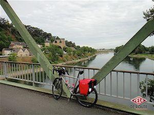 Etape 3 : Sur un pont aux abords de Montjean sur Loire où l'on peut voir les magnifiques vestiges d'une mine de charbon du XIXe.