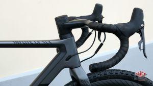 Il est assez rare de voir de tels cintres en cyclo-cross. Copyright Amaël Donnet