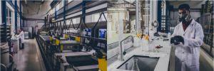 Les traitements chimiques et thermiques permettent de rendre les chaînes plus résistantes et durables.