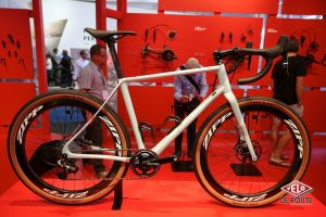 Show bike sur le stand Sram, Vynl bike ?