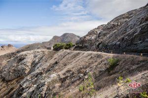 Image trompeuse... Pour rejoindre le centre de l'île, nous sommes passés par des montagnes russes.