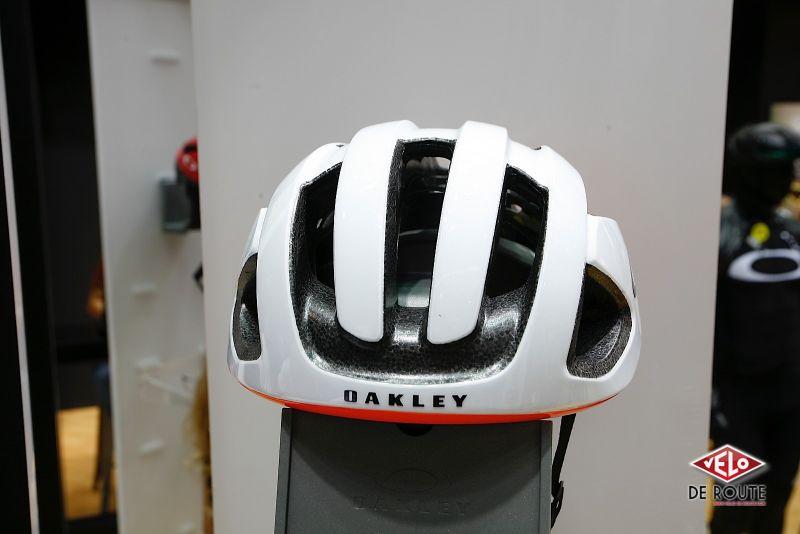 Les Articles de Vélo de Route   Eurobike17   des casques chez Oakley f6b8712204cb